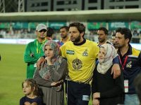 Shahid Afridi stands with this three daughters.