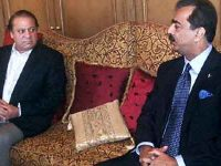 File photo of former prime minister Yousaf Raza Gillani (right) and current prime minister Nawaz Sharif.