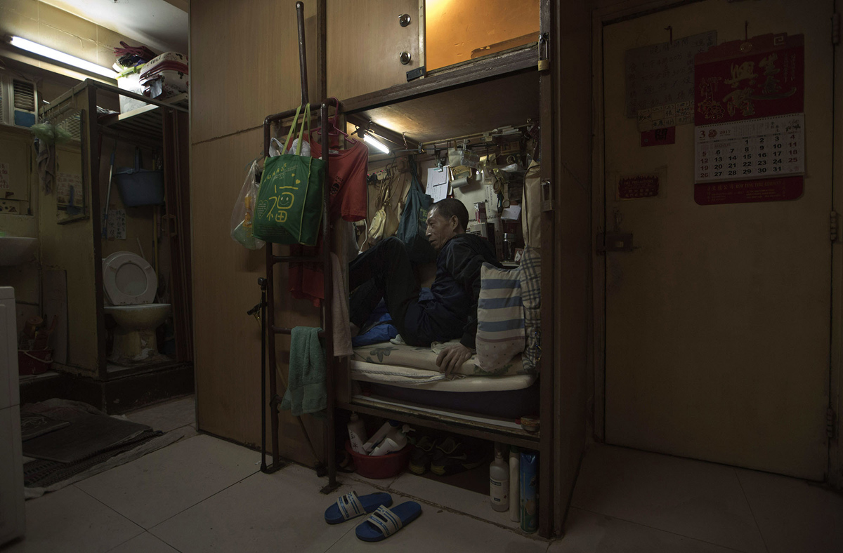 400 Sq Ft Coffin Apartments In Hong Kong Voice Of Journalists